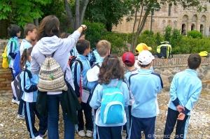 Compartimos con vosotros la fascinante experiencia que vivimos con un colegio en Imágenes de la actividad cultural Juego de pruebas y pistas.